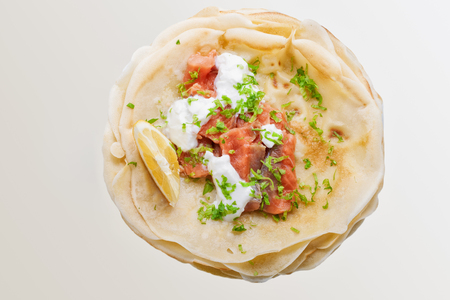 salmon ahumado: Crispy crepes with smoked salmon  and  cream cheese.