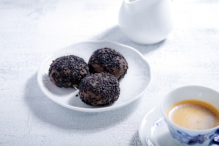 almond biscuit: Almond cookies with chocolate and coffee. Gluten free flour.