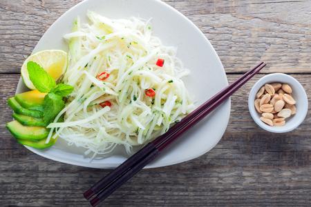 コールラビのピリ辛麺 写真素材