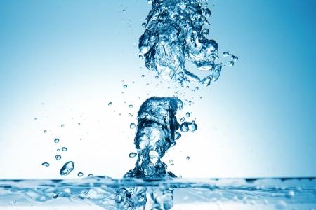 De plons van het water in een abstracte vorm Stockfoto