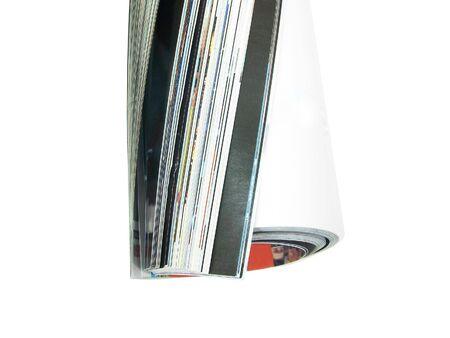 journalistic: Primo piano di una rivista laminati isolato su sfondo bianco  Archivio Fotografico