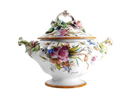 craquelure: Sopera floral con pinturas y efecto craquelure aisladas sobre fondo blanco