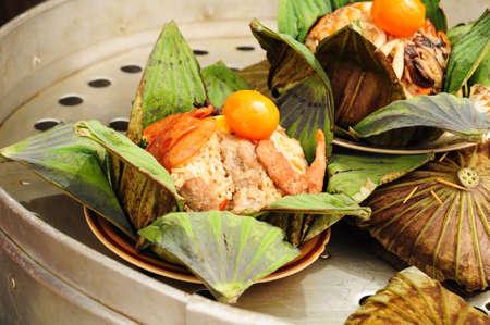 cucina thailandese, riso in foglie di loto