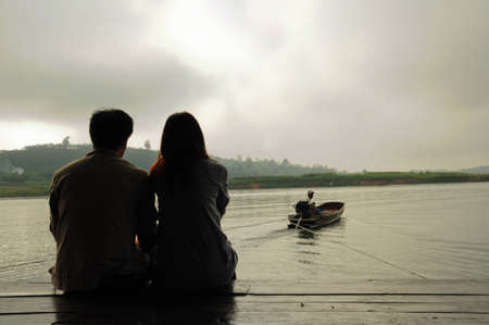 Sagoma di coppia sulla houseboate