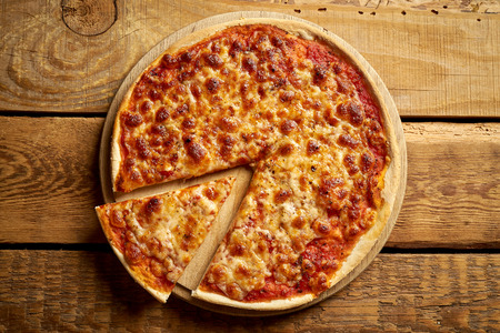Top view of homemade traditional Italian pizza margherita on old wooden table Imagens