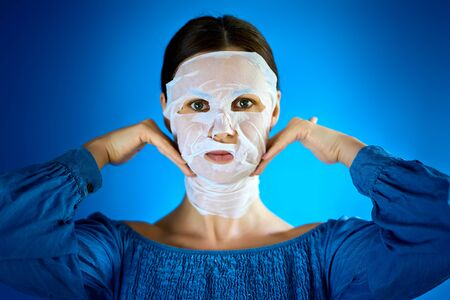 woman shows how to apply a beauty mask to your face