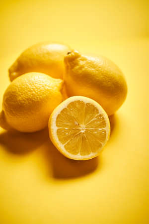 fresh lemons on a yellow minimalistic background Banco de Imagens - 153333366