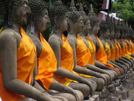 aligned: Buddhas aligned