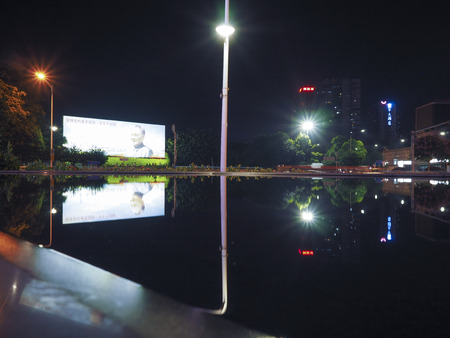 deng xiaoping: Shenzhen Shennan Road surface reflection of the night