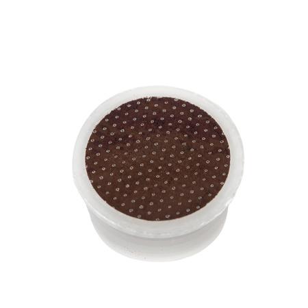 白い背景の上のコーヒーのポッド