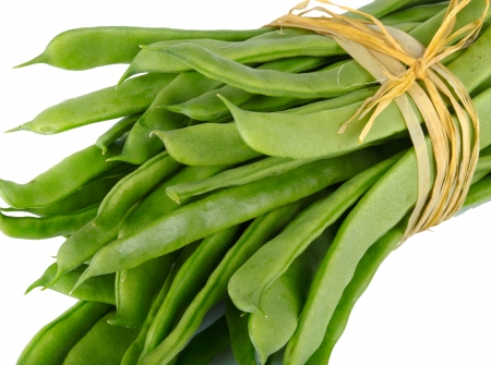 fagiolini: Fresh mangetout  on white background