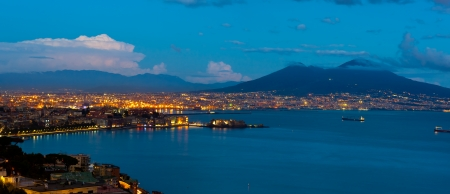 Miglior vista del golfo di Napoli by night