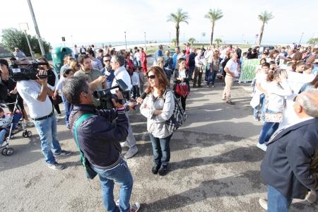 residuos toxicos: MONDRAGONE, Italia 16 de octubre Marcia per la vita, de la protesta de la gente contra la Camorra, los residuos t�xicos y la quema de basura en 16 de octubre 2013 Editorial