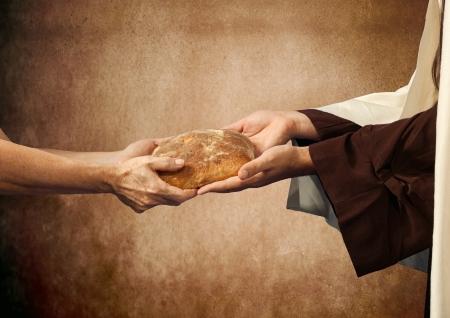 historias de la biblia: Jesús da el pan a un mendigo en el fondo de color beige