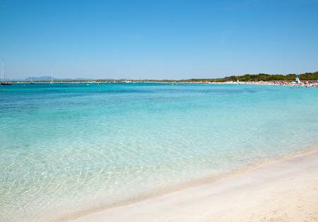 Zandstrand heldere zeewater, Es Trenc, Mallorca eiland, Spanje Stockfoto
