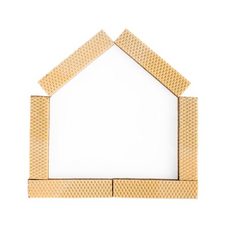sweet home: Met�fora del hogar dulce hogar con las obleas en el fondo blanco Foto de archivo