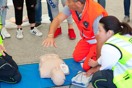 chest compression: Empoli, Italy - 07 May 2016: The event is run in the square, doctors, nurses and volunteers welcome high school students for a course of first aid, also emergency vehicles on show. Editorial