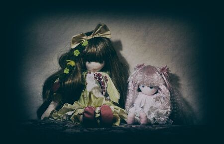 Two Scary old cracked dolls. Horror concept. Imagens