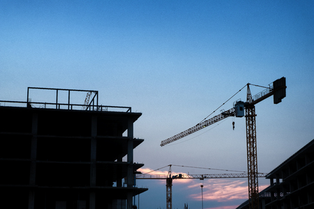 Silhouette tower crane and construction site at Thailand in sunset time. Standard-Bild - 123913913