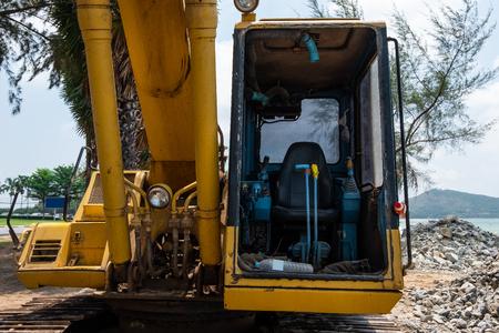 Seat controller of yellow excavator. Standard-Bild - 123914807