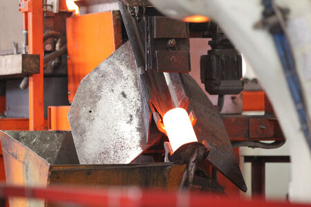 billet: positioning unit and supplying the heated round billet