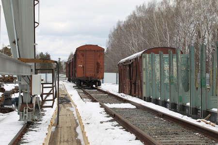 prospect: la perspective de vieux wagons sur une voie de chemin de fer stocks Banque d'images