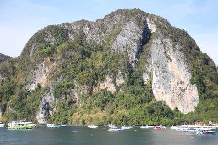 scenic views: viste panoramiche sulla costa di Phi Phi Island, Thailandia, Sud-Est asiatico Editoriali