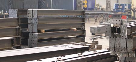 Verschillende elementen van staalconstructies voor verdere assemblage Stockfoto