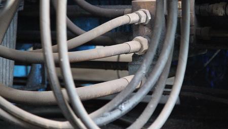 Elemente des Rohrleitungsanschlüsse der Hydraulik und Pneumatik Standard-Bild - 35305268