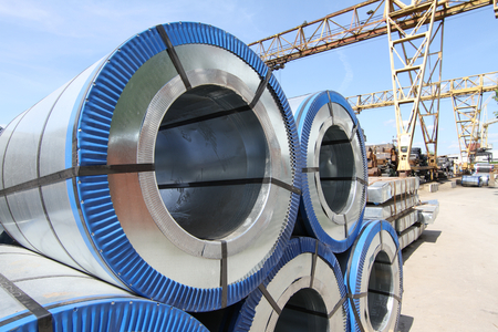 Rolled galvanized steel with polymer coating on the metal rolling stock Standard-Bild