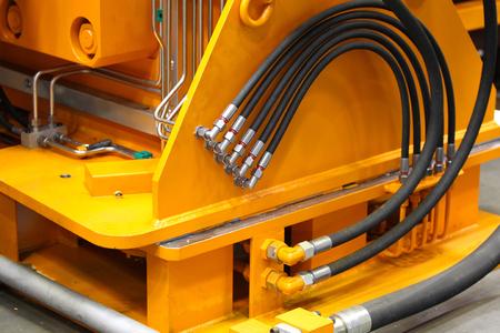elementy połączeń rurociągów hydrauliki i pneumatyki