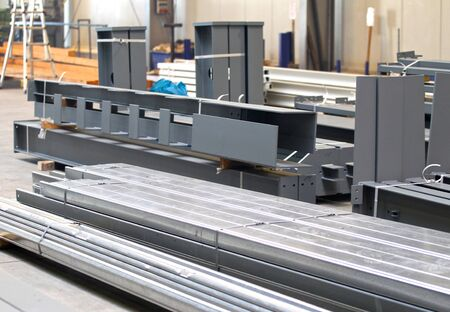 Vaus elementen van staalconstructies voor verdere assemblage