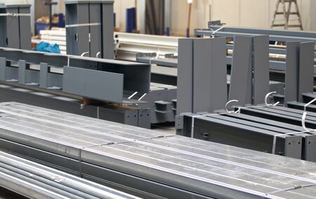 verschillende elementen van staalconstructies voor verdere assemblage
