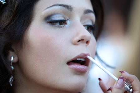 maquillage: A young girl paints her lips and getting ready for the holiday
