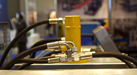 Elemente des Rohrleitungsanschlüsse der Hydraulik und Pneumatik