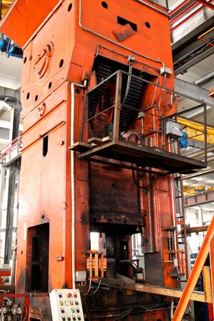punch press: powerful mechanical and hydraulic Crank press Editorial