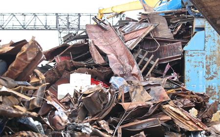 metalschrott: großen Haufen von Altmetall für die weitere Verarbeitung