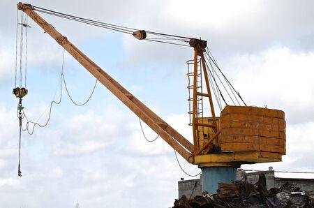 altmetall: Kran den Schrott und anderen Materialien zu bewegen