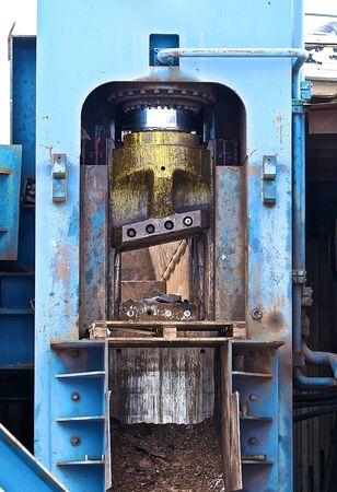 powerful hydraulic shears for cutting metal scrap