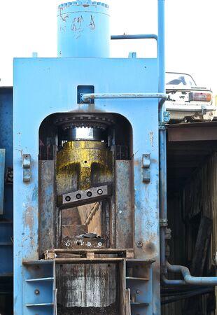 ferraille: cisailles hydrauliques puissants pour couper la ferraille Banque d'images