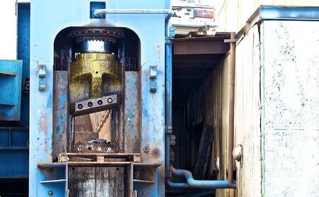 ferraille: powerful hydraulic shears for cutting metal scrap