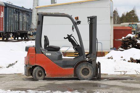 cargador frontal: Carretilla eléctrica pequeña ágil para el trabajo en la producción
