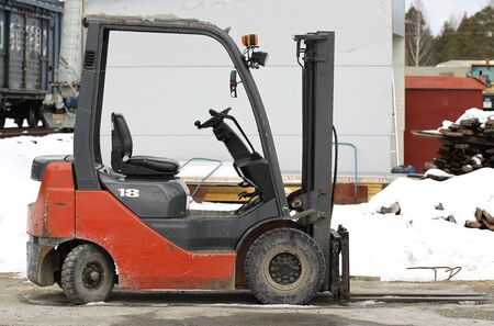 cargador frontal: small nimble Electric Forklift for work in production