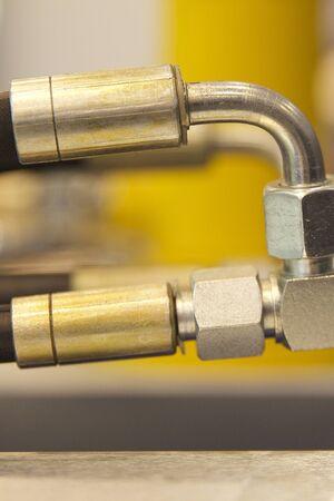 유압 및 공압 연결 부품, 공작 기계