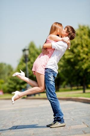 novios besandose: Pareja bes�ndose