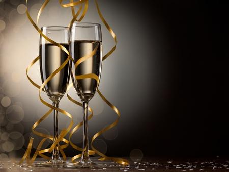 brindisi champagne: Coppia bicchiere di champagne Archivio Fotografico