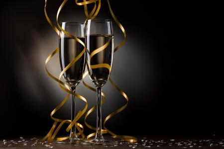 botella champagne: Par copa de champ�n Foto de archivo