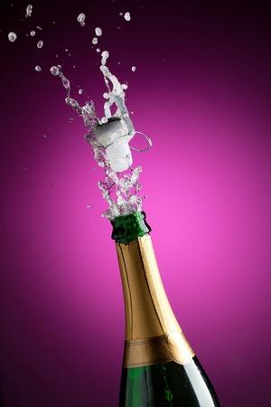 Openning champagne bottle 版權商用圖片