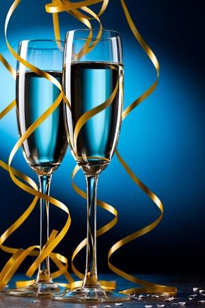 brindisi champagne: Vetro coppia di champagne Archivio Fotografico