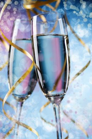 brindisi spumante: Primo piano di vetro coppia con champagne